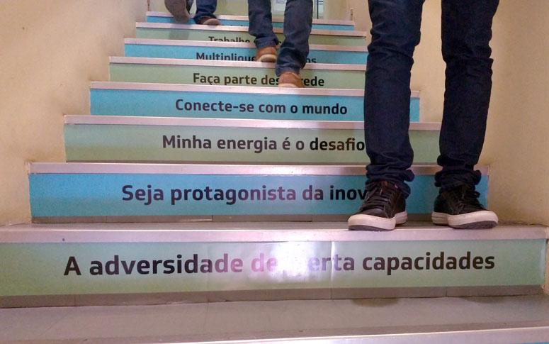 Escadas Frases E Cores Motivam Colaboradores Secretaria