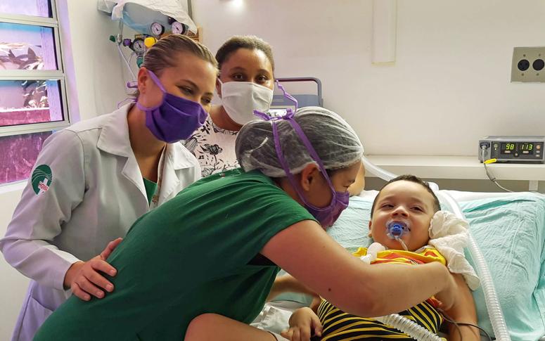 Criança recebe alta após mais de um ano internada no HGWA