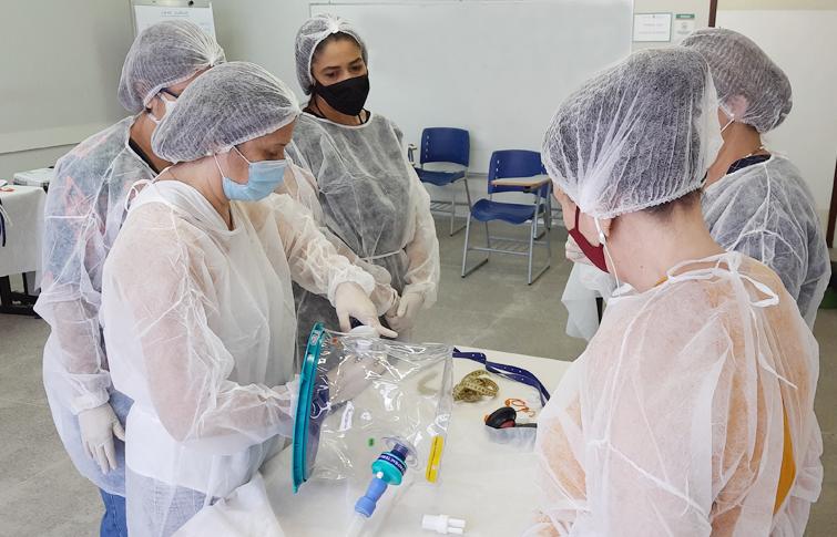 Ceará supera meta e capacita mais de 300 profissionais de saúde para uso do capacete  Elmo
